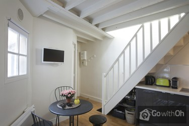 Lovely Duplex Apartment Just 3 Minutes From Notre Dame
