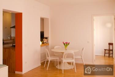 zwei zimmer wohnung in madrid. Black Bedroom Furniture Sets. Home Design Ideas