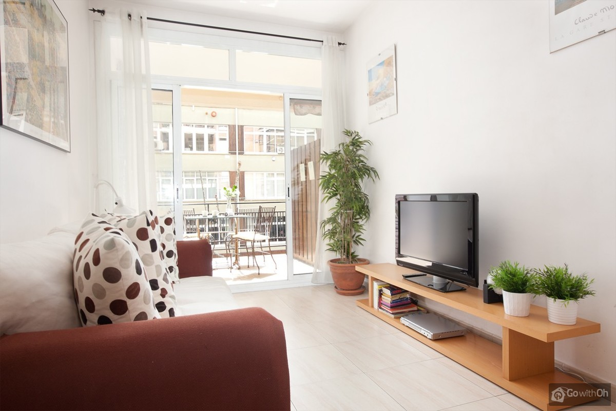 Barcelona vacation rentals: Central apartment with balcony